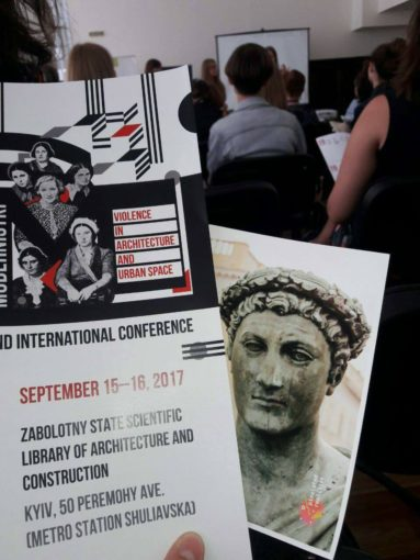 Дюк и Алик Кадум на конференции Модернистки